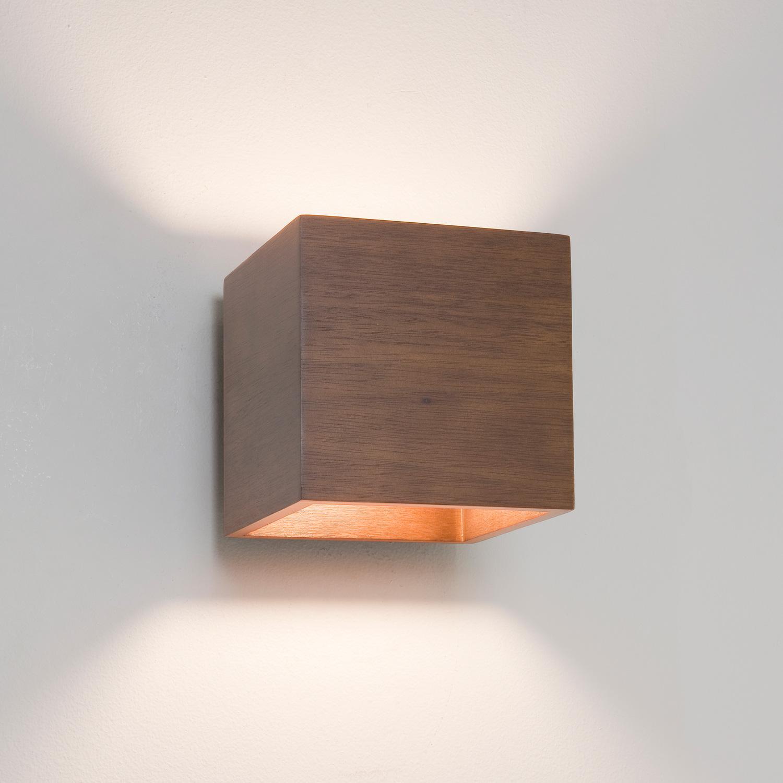 Cremona lampada da parete in legno noce - Specchi ingranditori illuminati ...