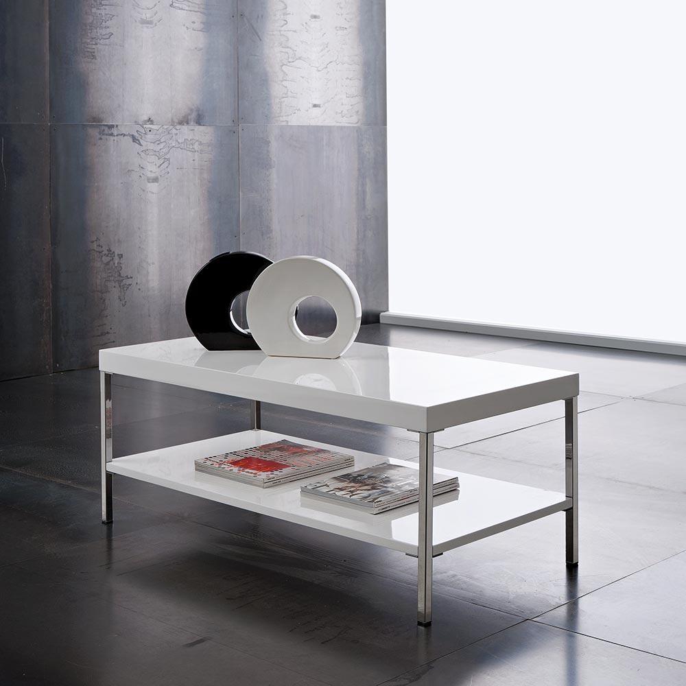 San Diego di Eglooh | Tavolino in legno provvisto di due ripiani e di piedi in alluminio verniciato