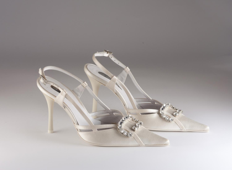 Scarpa donna elegante da sposa e cerimonia  in tessuto di raso duchesse con applicazioni in cristallo svarovsky e cinghietta regolabile Guido La Rocca cod.G325