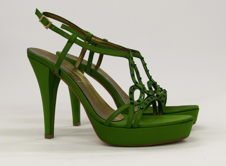 Sandalo in raso con applicazione di cristalli e cinghietta regolabile Art 6136