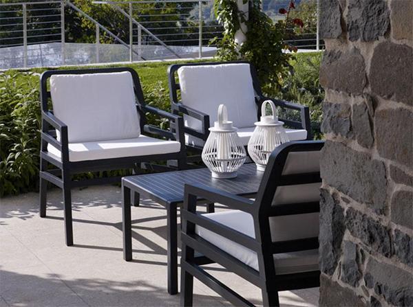 Aria di Nardi Garden | Comoda poltroncina da giardino di design in polipropilene con braccioli