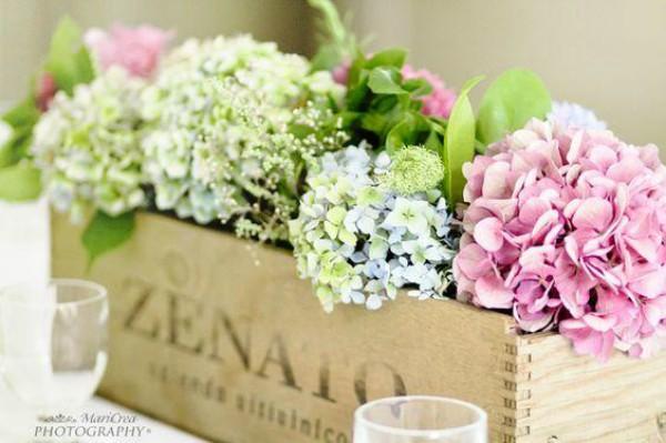 Composizione floreale primavera fiori rosa e bianchi