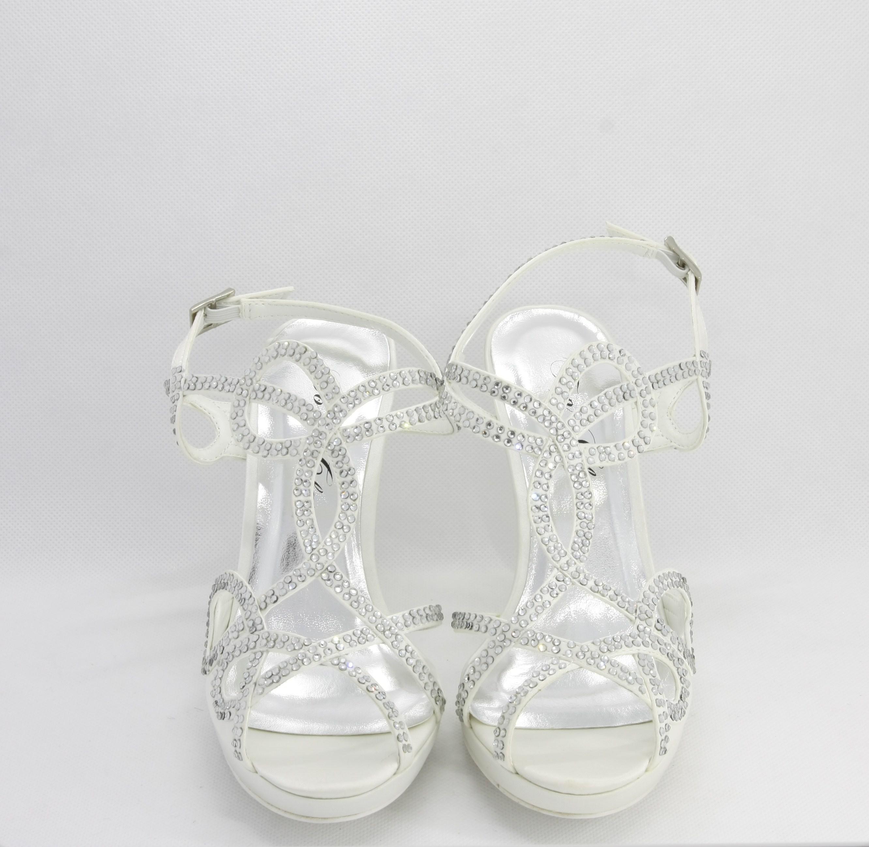 Sandalo cerimonia donna elegante in tessuto avorio con applicazione in cristalli e cinghietta regolabile Art.H15113SARASF