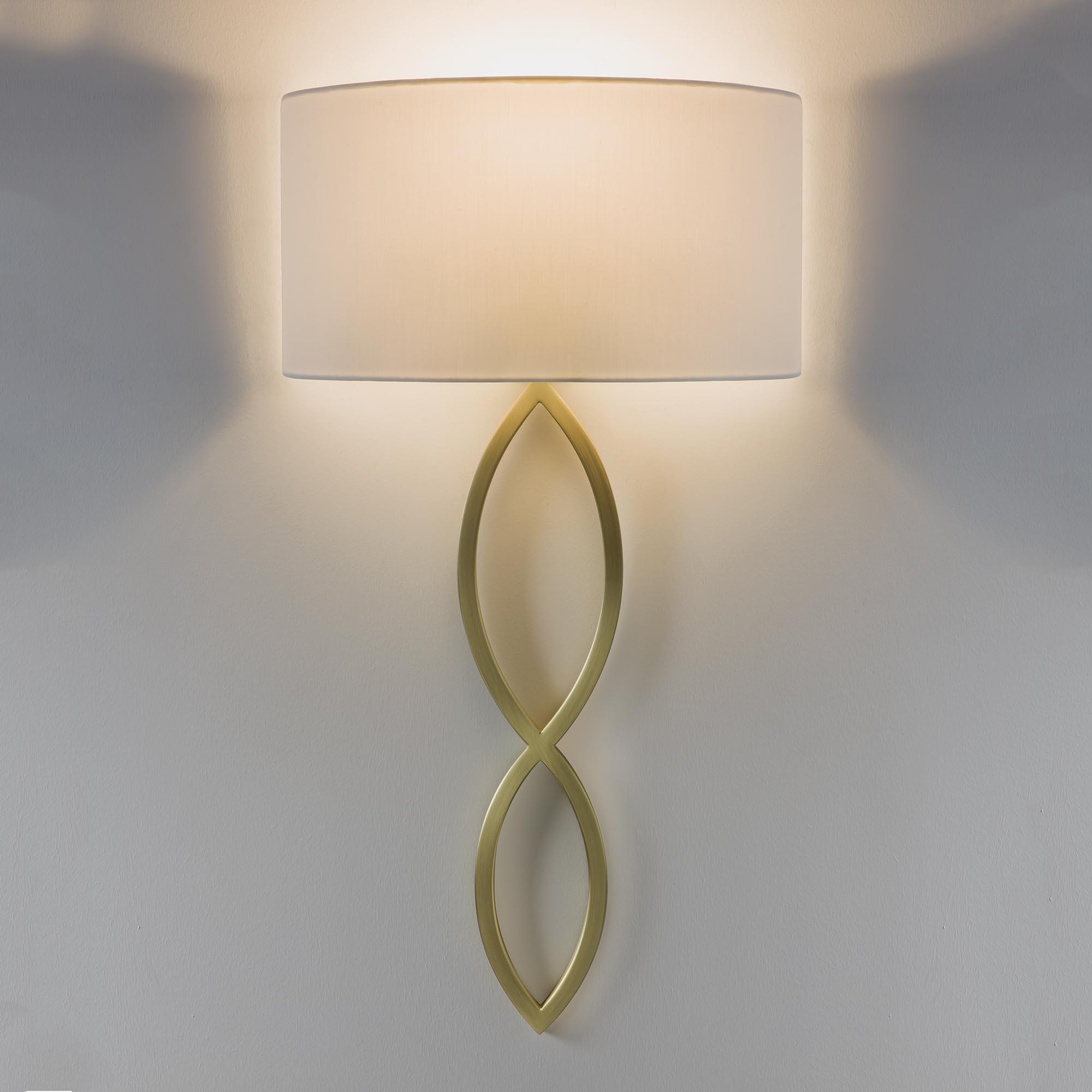 CASERTA applique oro con paralume bianco