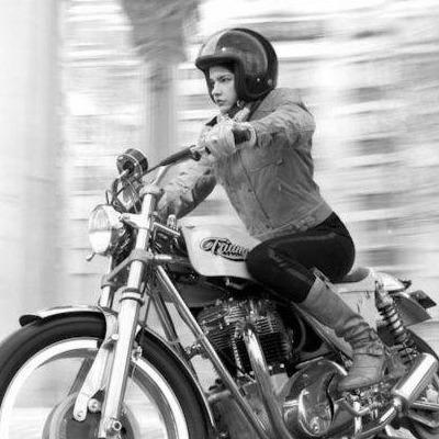 b349cd8ac78b7 Abbigliamento Moto Donna in perfetto stile Cafe Racer