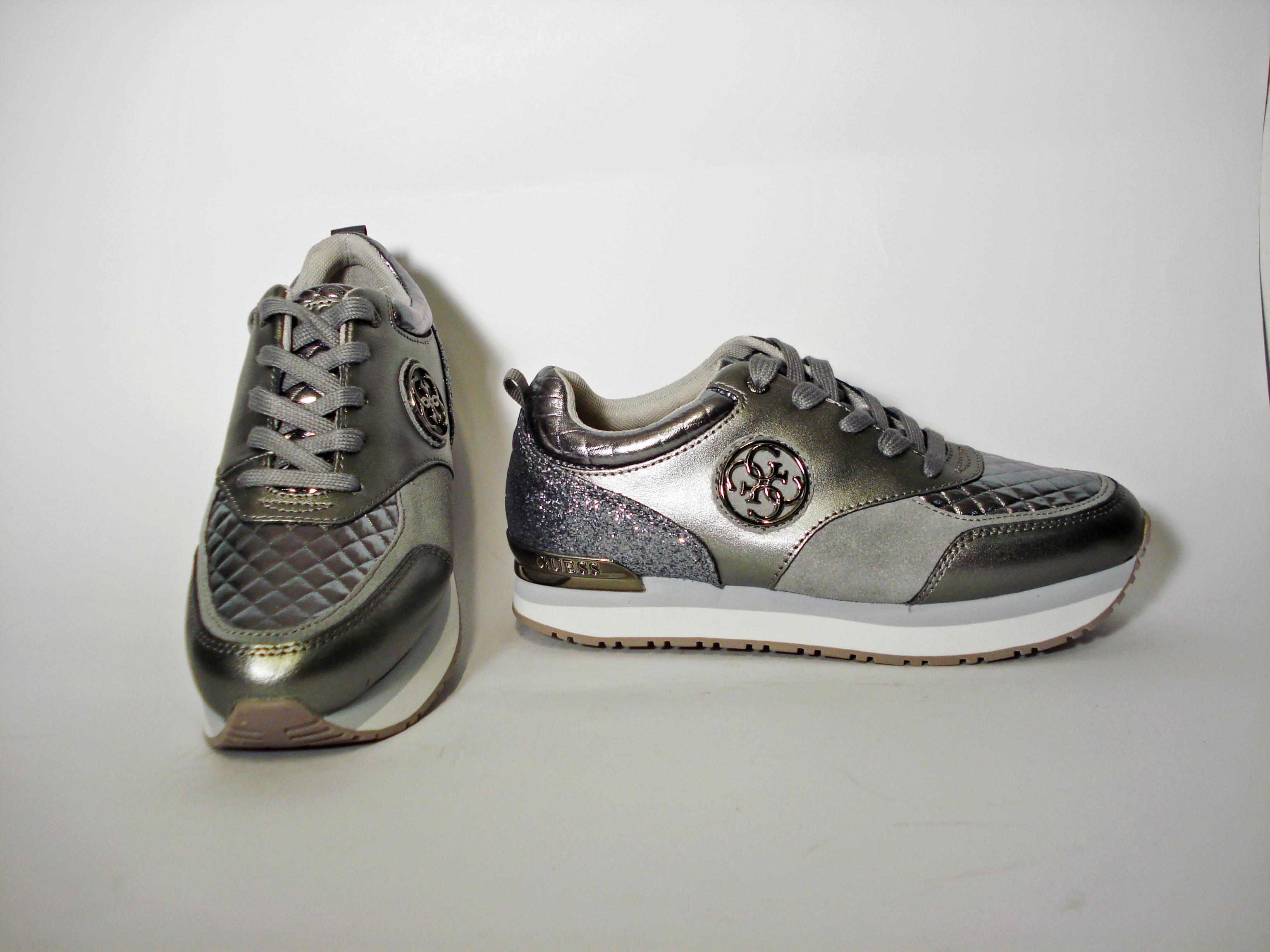 Sneaker nera o pewter Guess