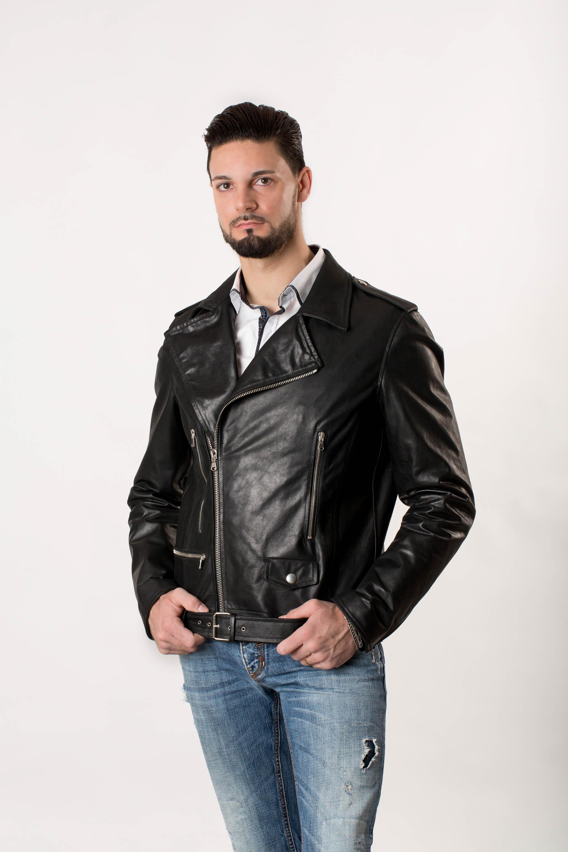 save off b0b7f 7e45c Biker in Pelle Nera per Uomo 'Chiodo' - NegroPelle Abbigliamento