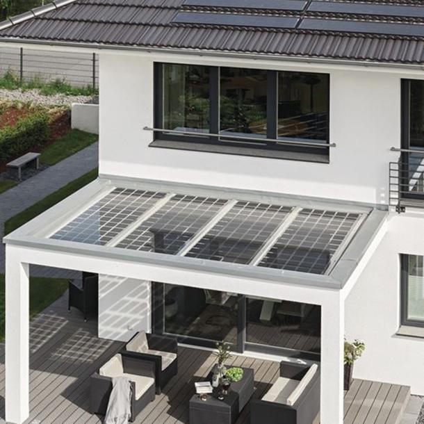 casa ecologica con pannelli solari