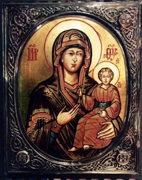 Icona dipinta Madonna con bambino con cornice in argento