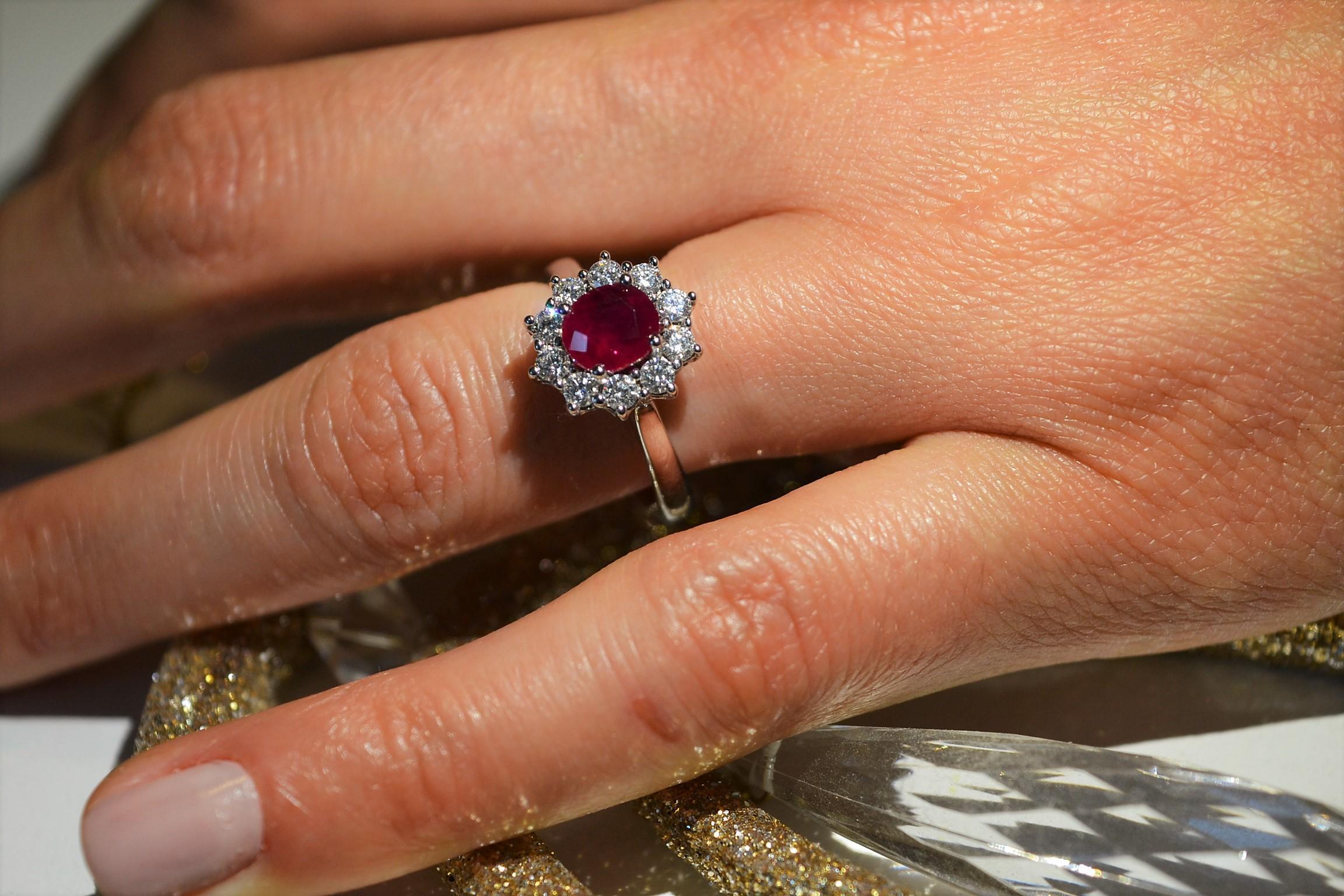 Anello oro bianco Rubino e diamanti