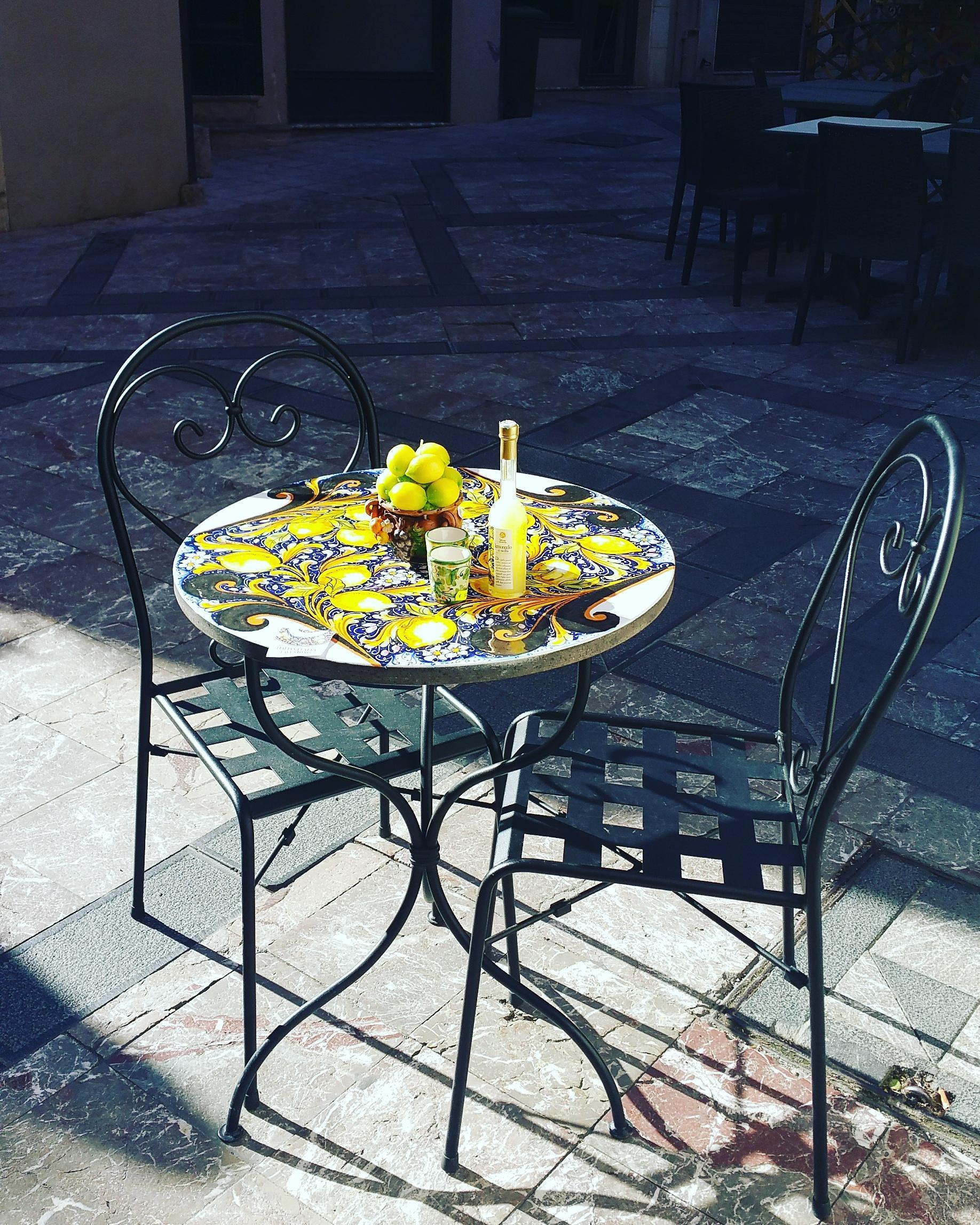 Tavolo in pietra lavica per giardino sciara etna - Tavolo in pietra giardino ...