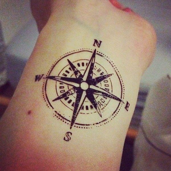 Il significato dei tatuaggi la bussola for Bussola tattoo significato