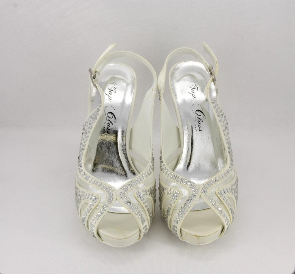 Sandalo cerimonia donna elegante in tessuto avorio con applicazione in cristalli e cinghietta regolabile
