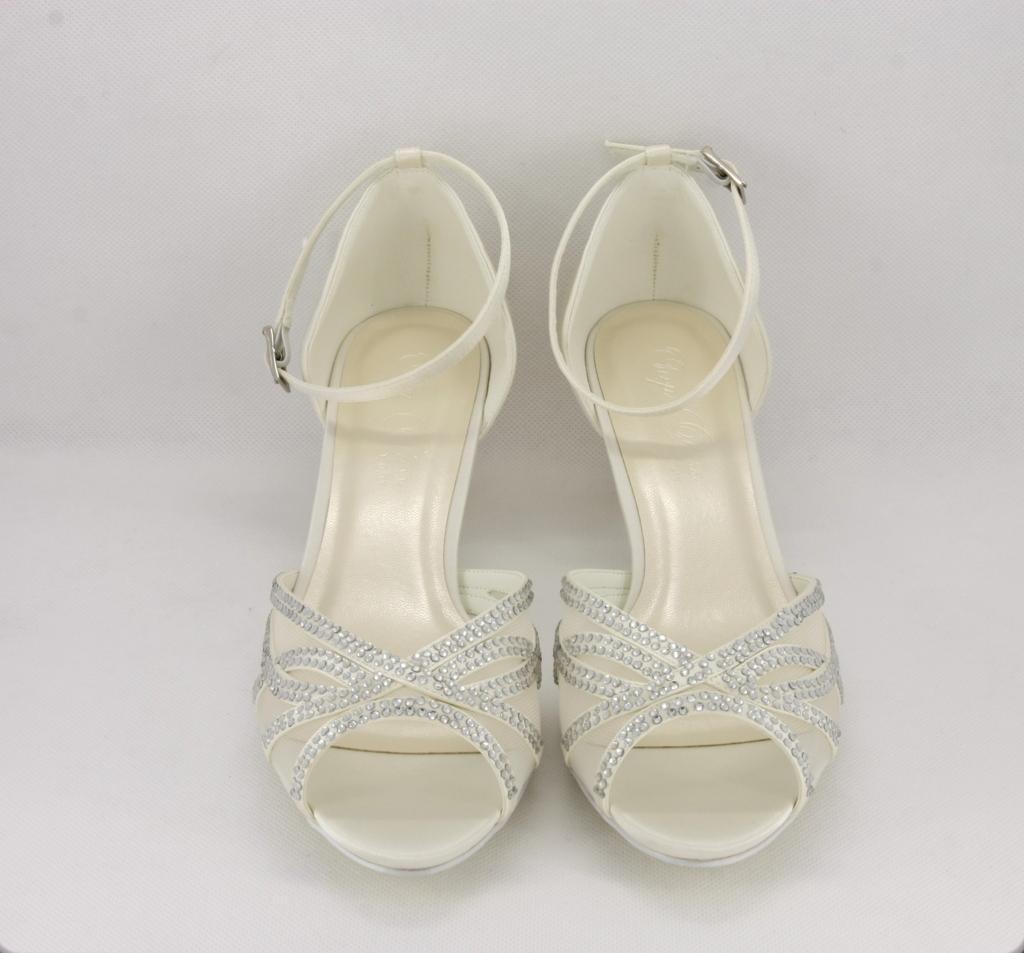 Sandalo cerimonia donna elegante in tessuto di raso  avorio con applicazione in cristalli e cinghietta regolabile alla caviglia
