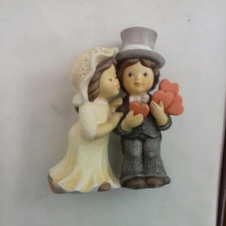 Statuetta in ceramica bisquit con coppia di sposi vendita on line   BRUNI OGGETTISTICA REGALO