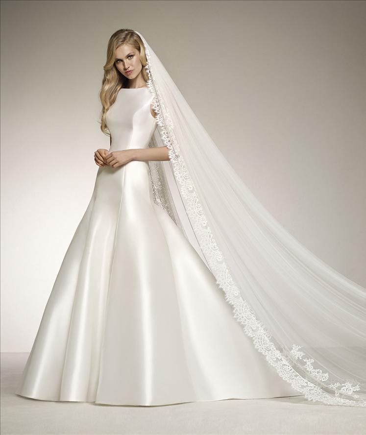Abito sposa semi sirena  in mikado con scollo omerale e scollatura sulla schiena mod. DELFINA linea PRONOVIAS