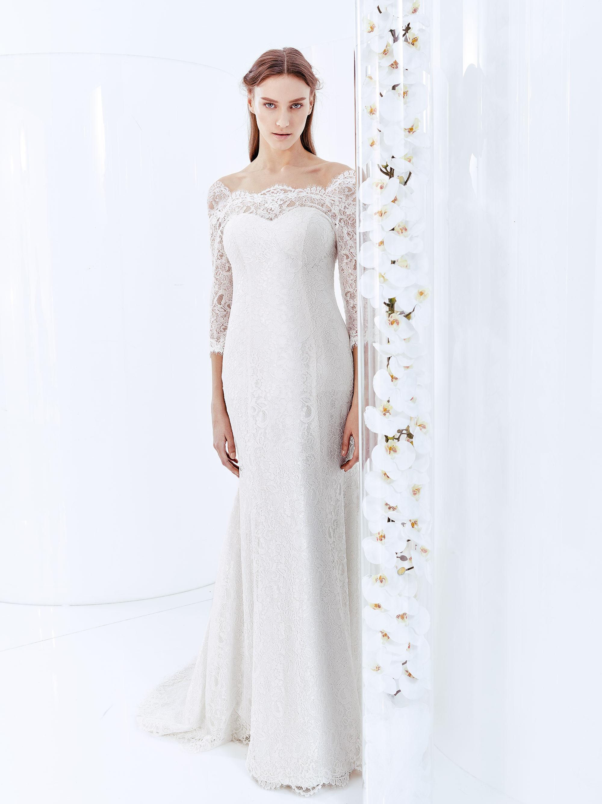 29e9000f5a31 Abito sposa a sirena in pizzo con scollo a barchetta e maniche lunghe  modello Adel Carlo Pignatelli linea Fiorinda