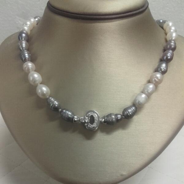 Collana donna di parle scaramazze bianche grigie con chiusura in oro bianco 750 | GIOIELLERIA BRUNI IMPERIA