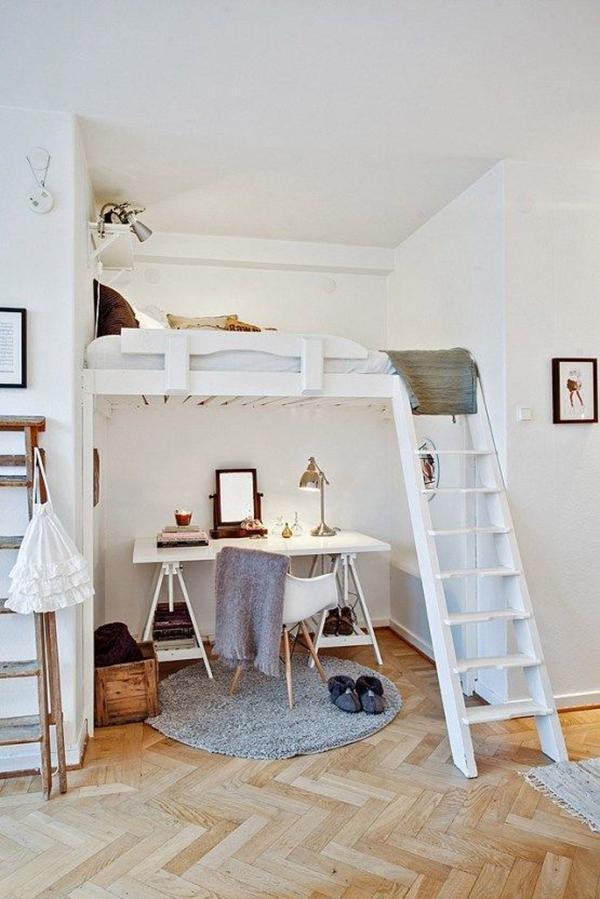 Scrivania ricavata in un letto a castello