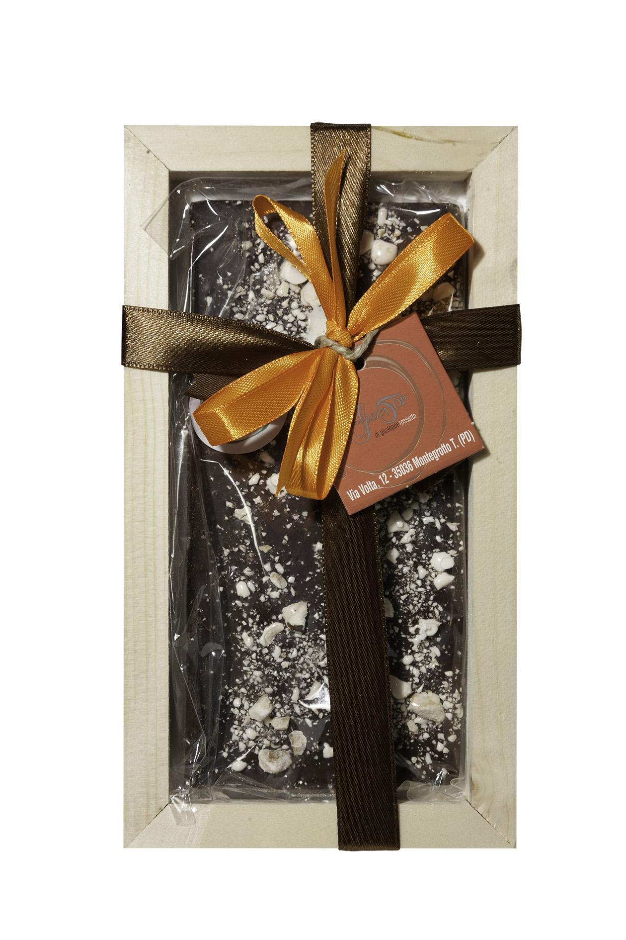 Tavoletta di Cioccolato fondente 61% e granella di torrone, gr 80 con cornice in legno