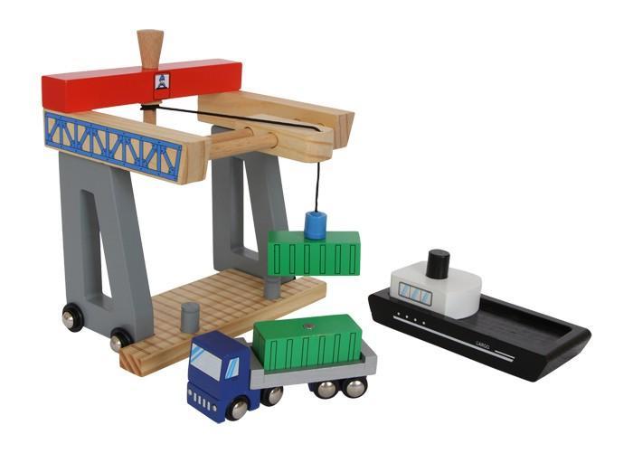 Container terminal porto scarico navi e camion in legno