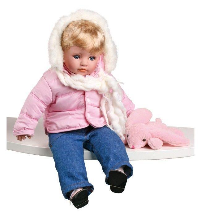 bambola Maja con vestiti invernali e peluche topino