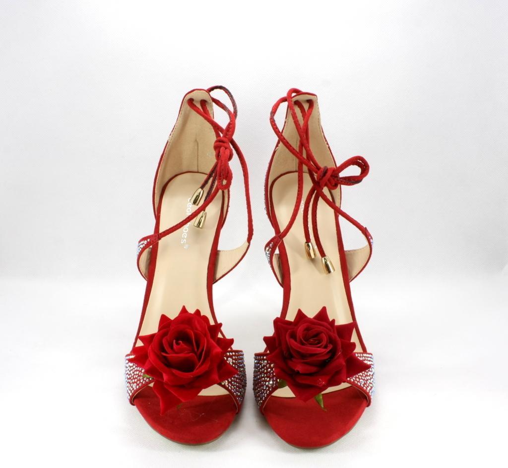 Sandalo alto donna, chiusura con lacci alla caviglia.