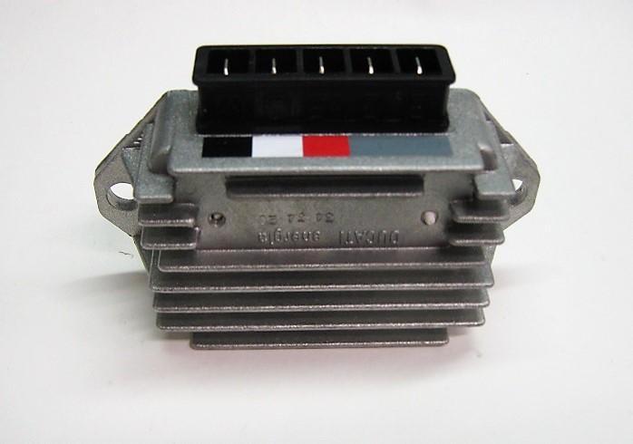 REGOLATORE di TENSIONE per PIAGGIO VESPA PX 125 - 150 - 200 cc.