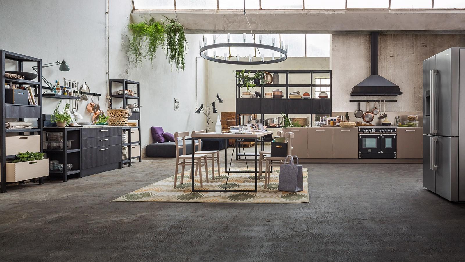 Sgabelli cucina legno e ferro: cucina moderna stile industry in