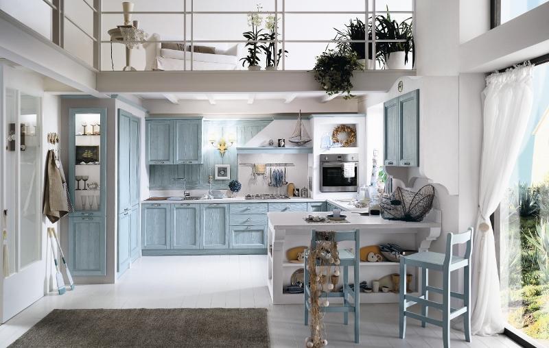 Cucina in legno laccato celeste stile country