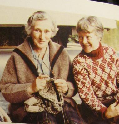 Elizabeth Zimmermann e Barbara G. Walker, i due grandi geni della maglia moderna