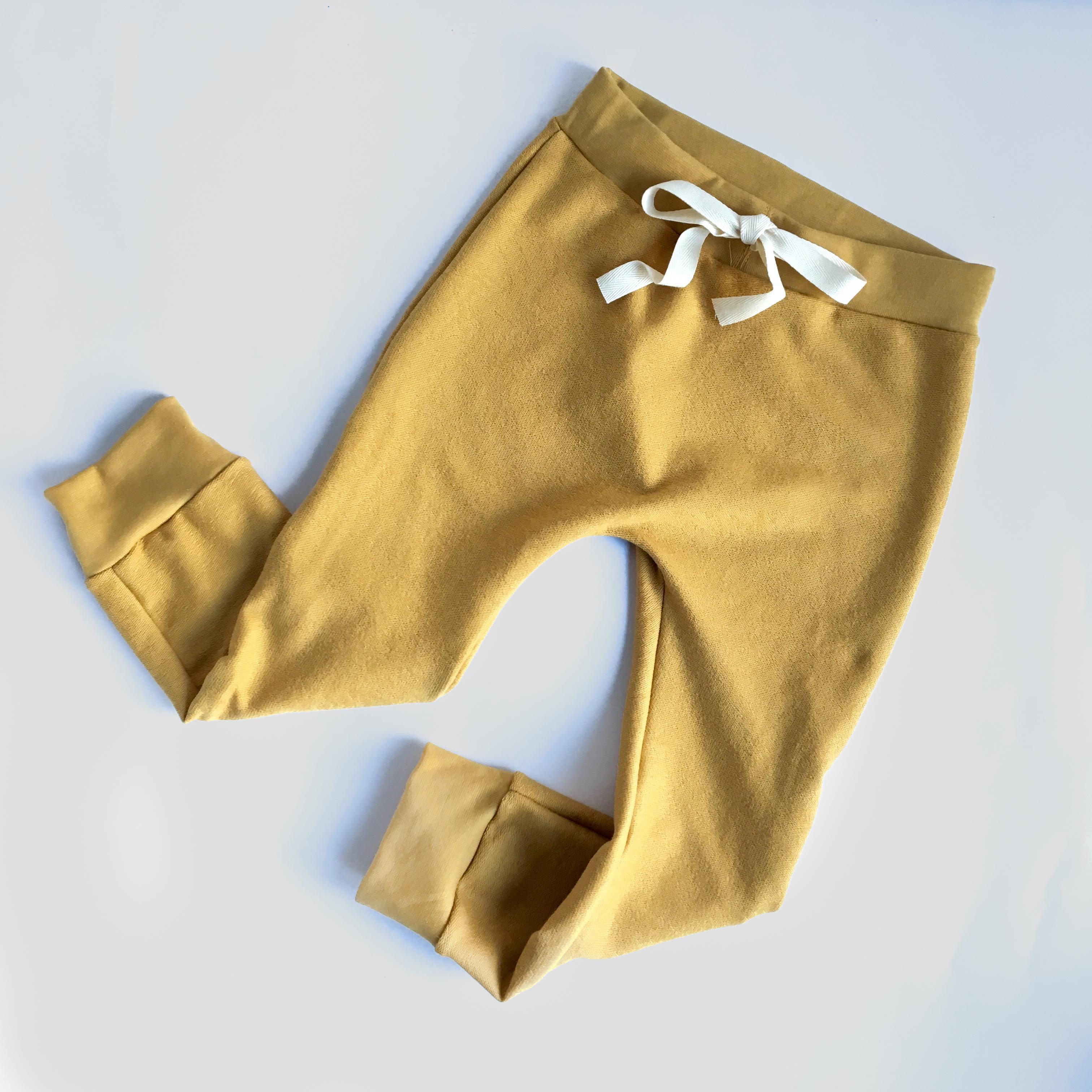 Pantalone cavallo basso giallo ocra in cotone biologico
