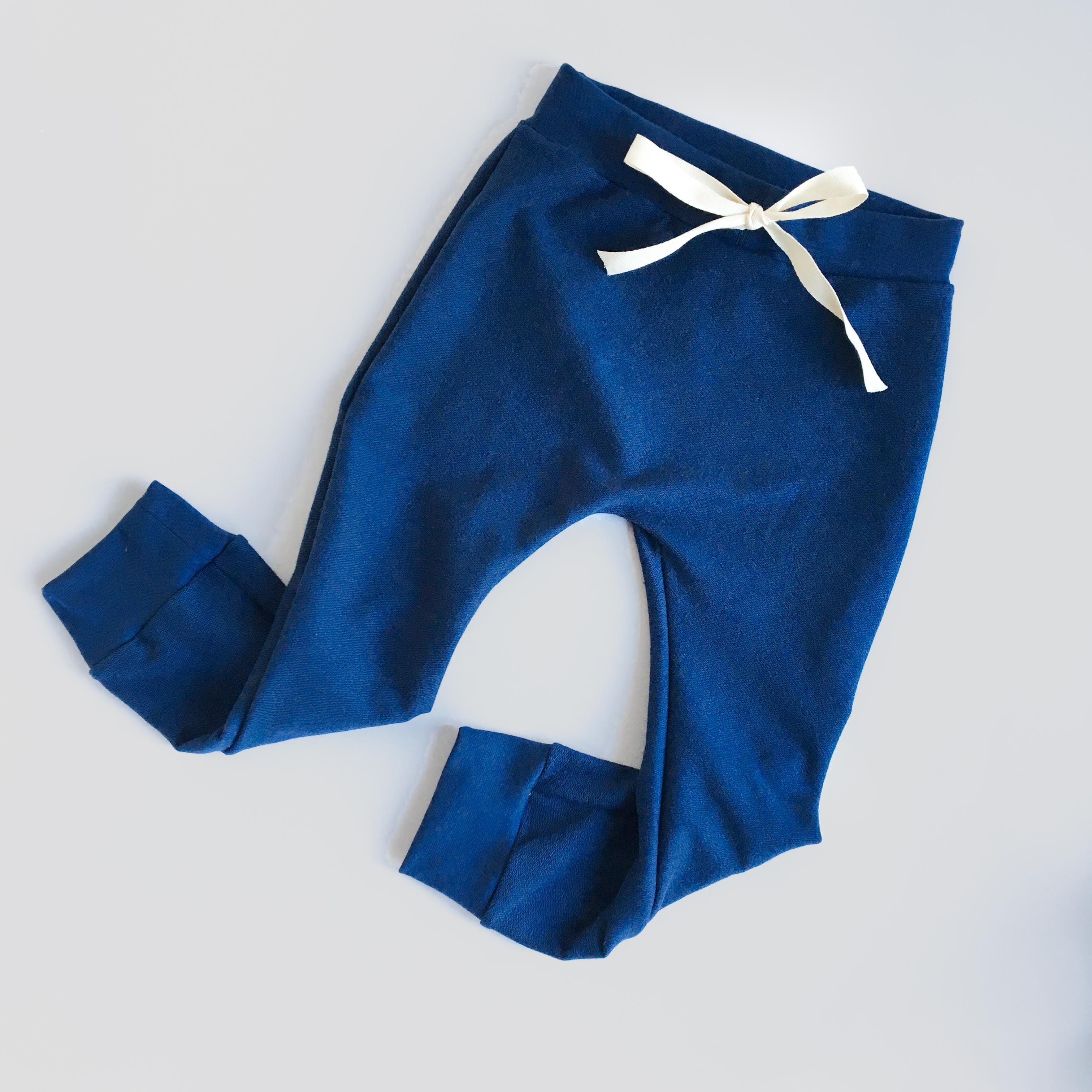 Pantalone cavallo basso blu in cotone biologico
