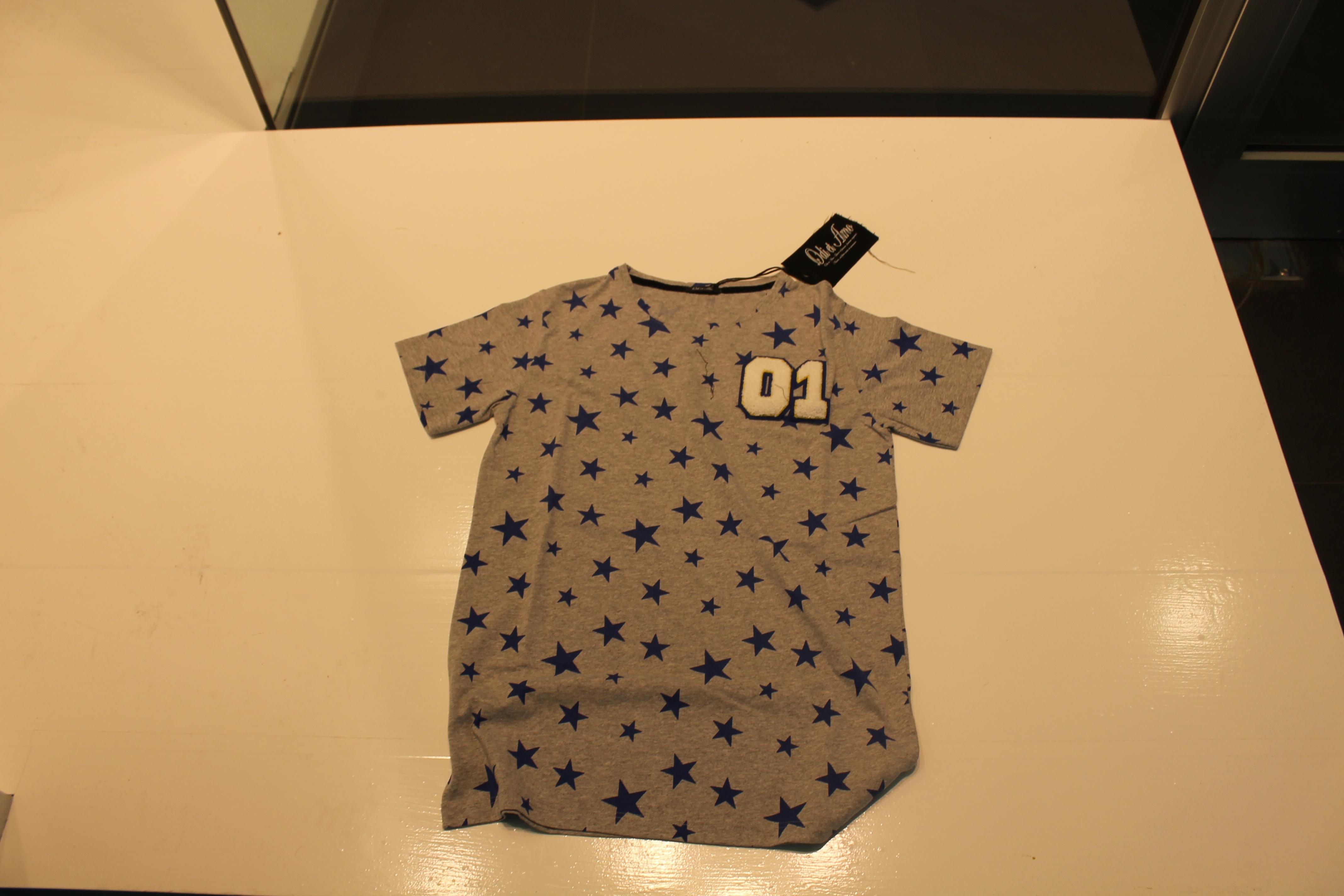 t-shirt odi et amo colore grigio stella blue elettrico numero