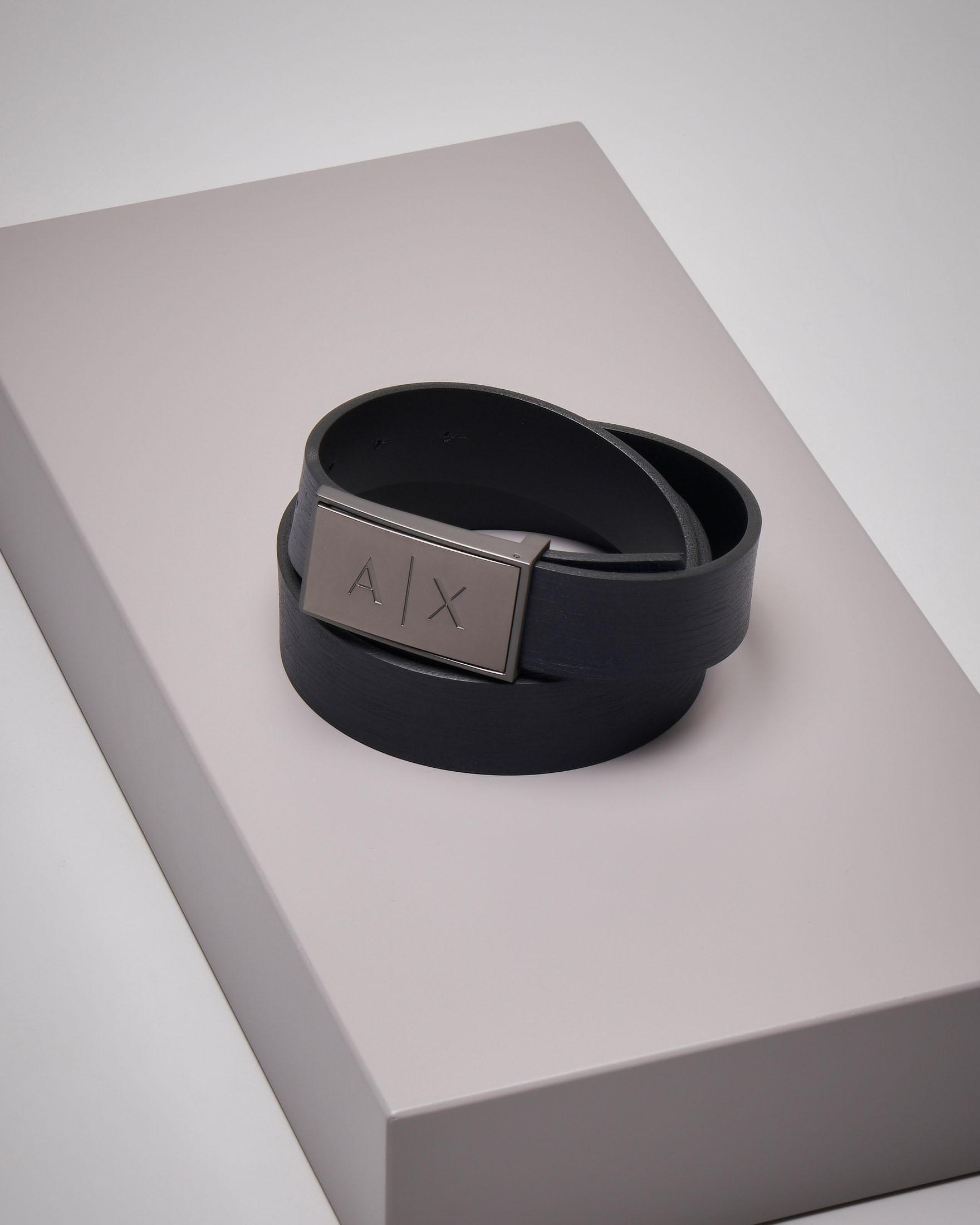 Cintura nera in pelle reversibile con placca logata