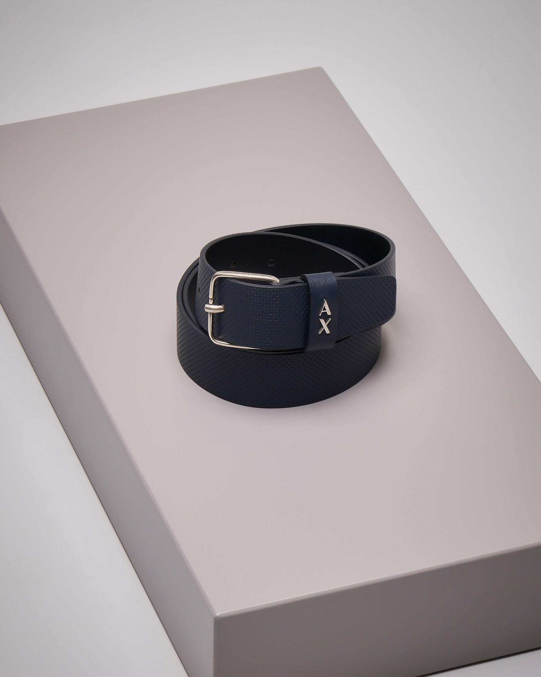 Cintura blu in pelle effetto puntinato