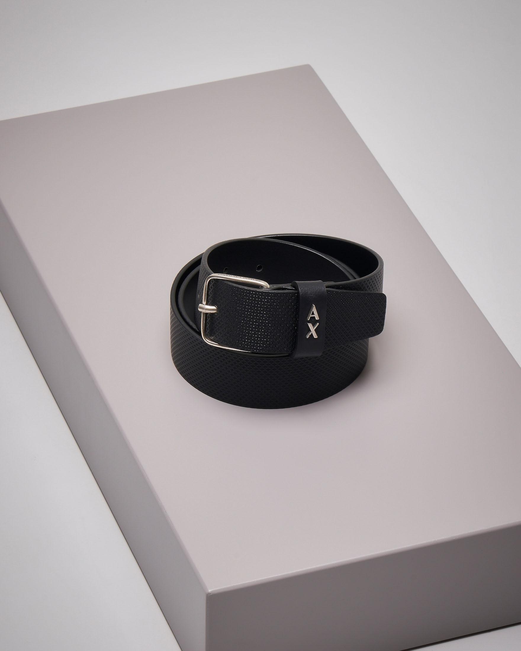 Cintura nera in pelle effetto puntinato