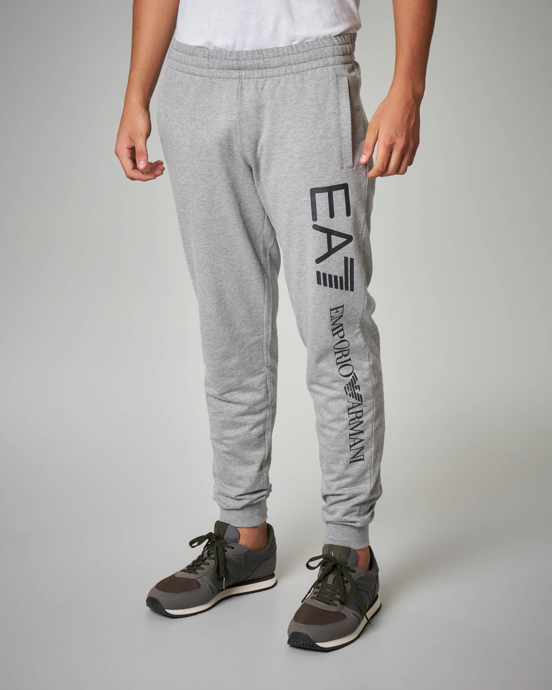 Pantalone grigio chiaro in felpa leggera maxi-logo