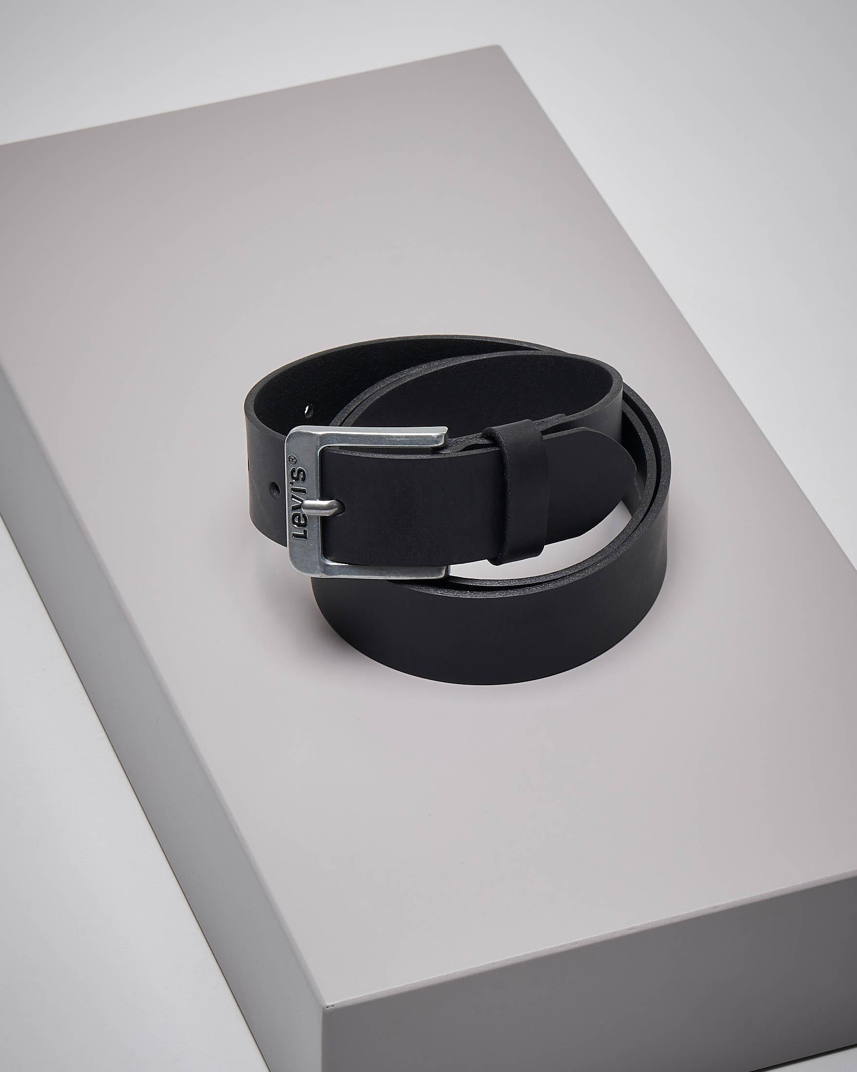 Cintura nera in pelle con fibbia logata