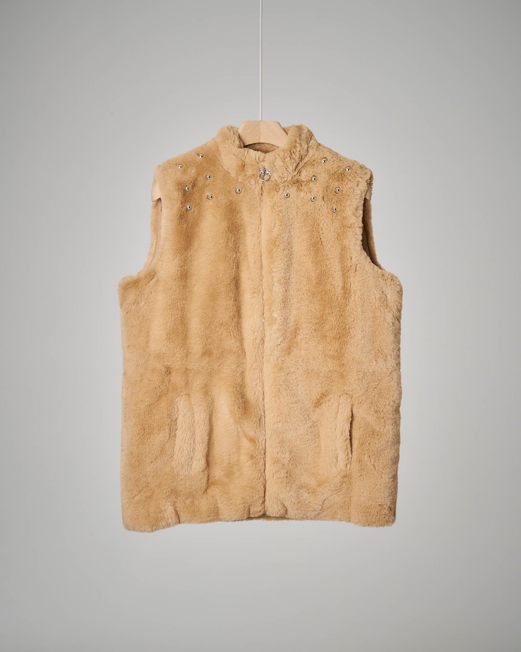 Gilet beige ecopelliccia borchie