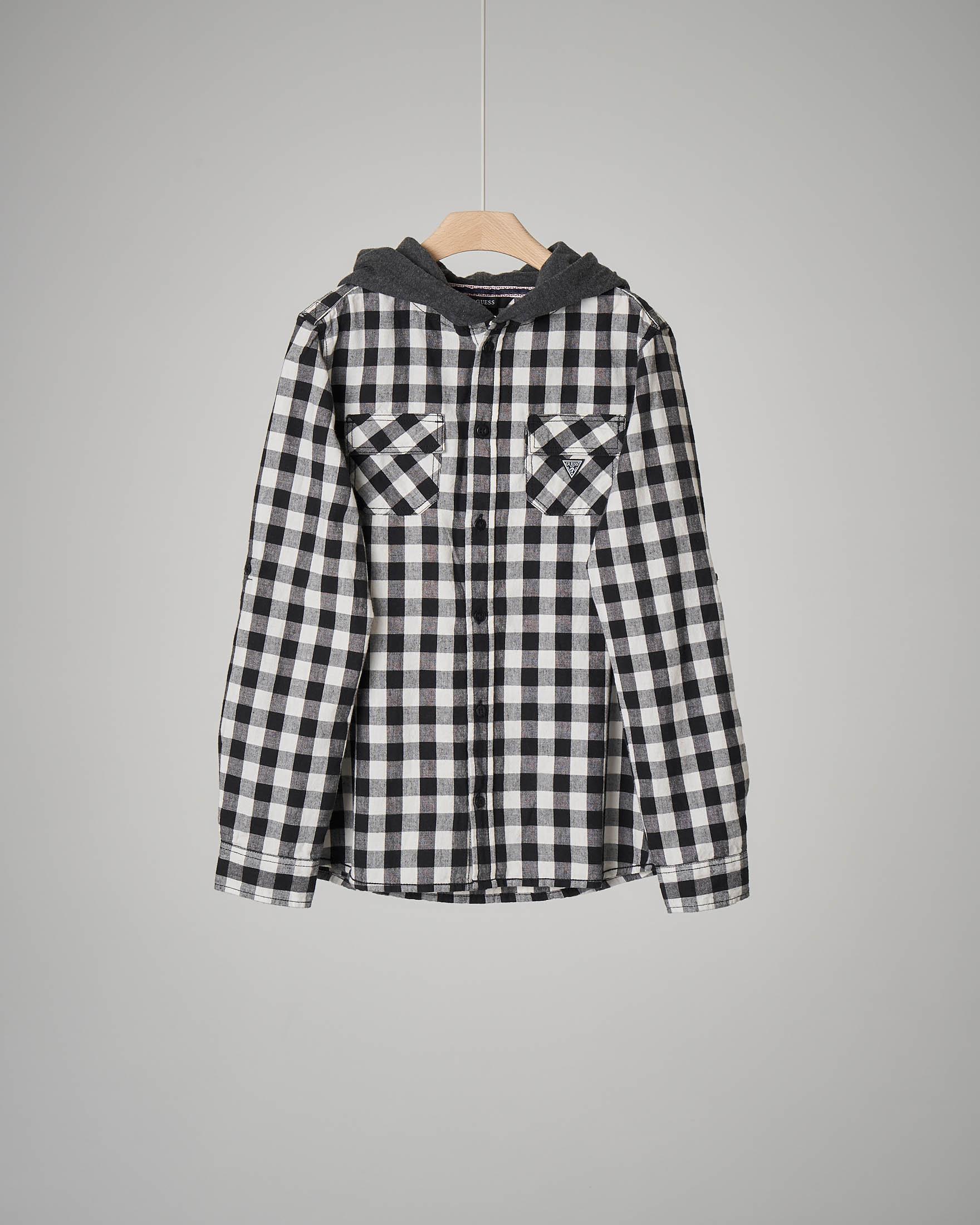 Camicia quadri bianco/nero cappuccio