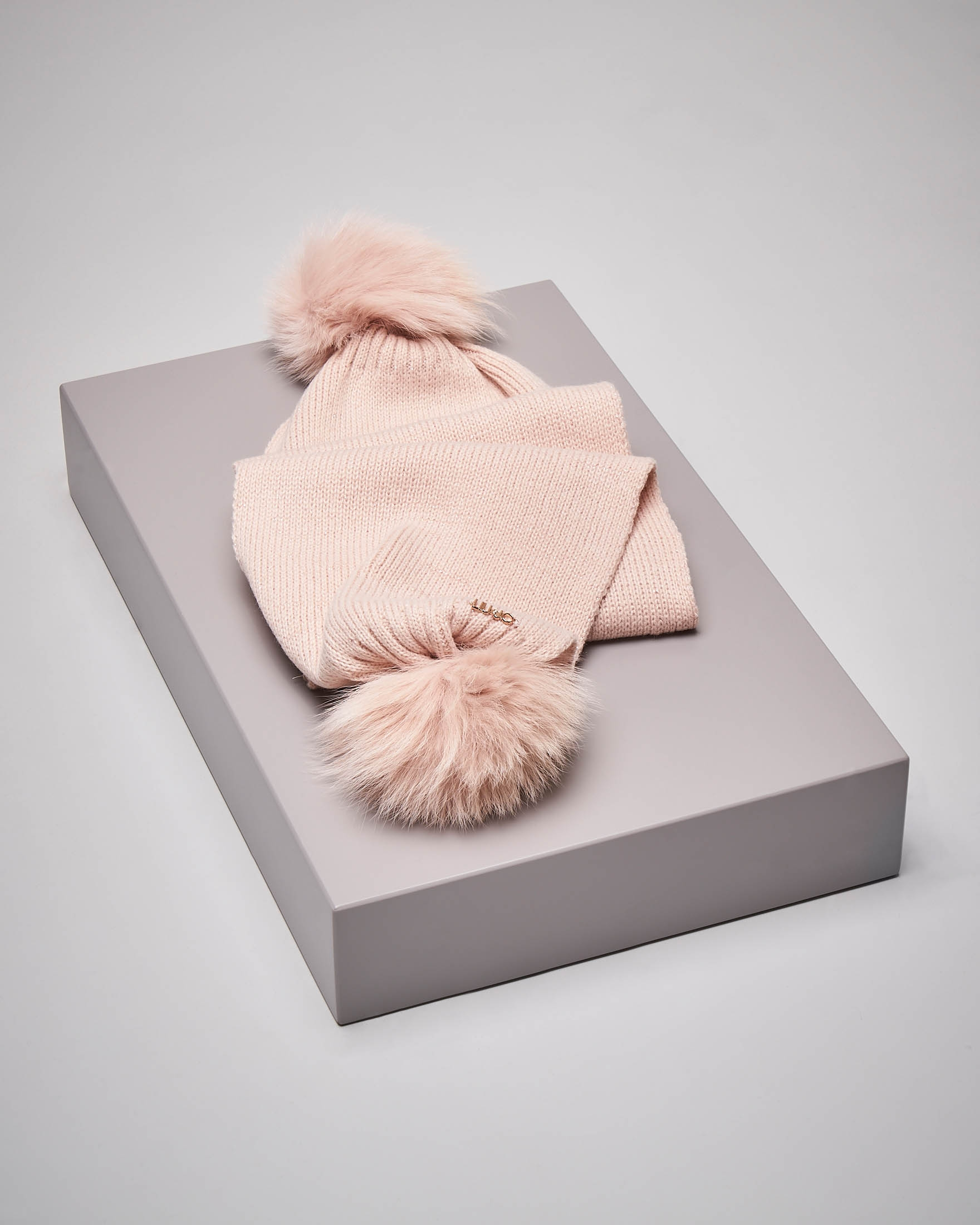 Sciarpa rosa cipria due ponpon