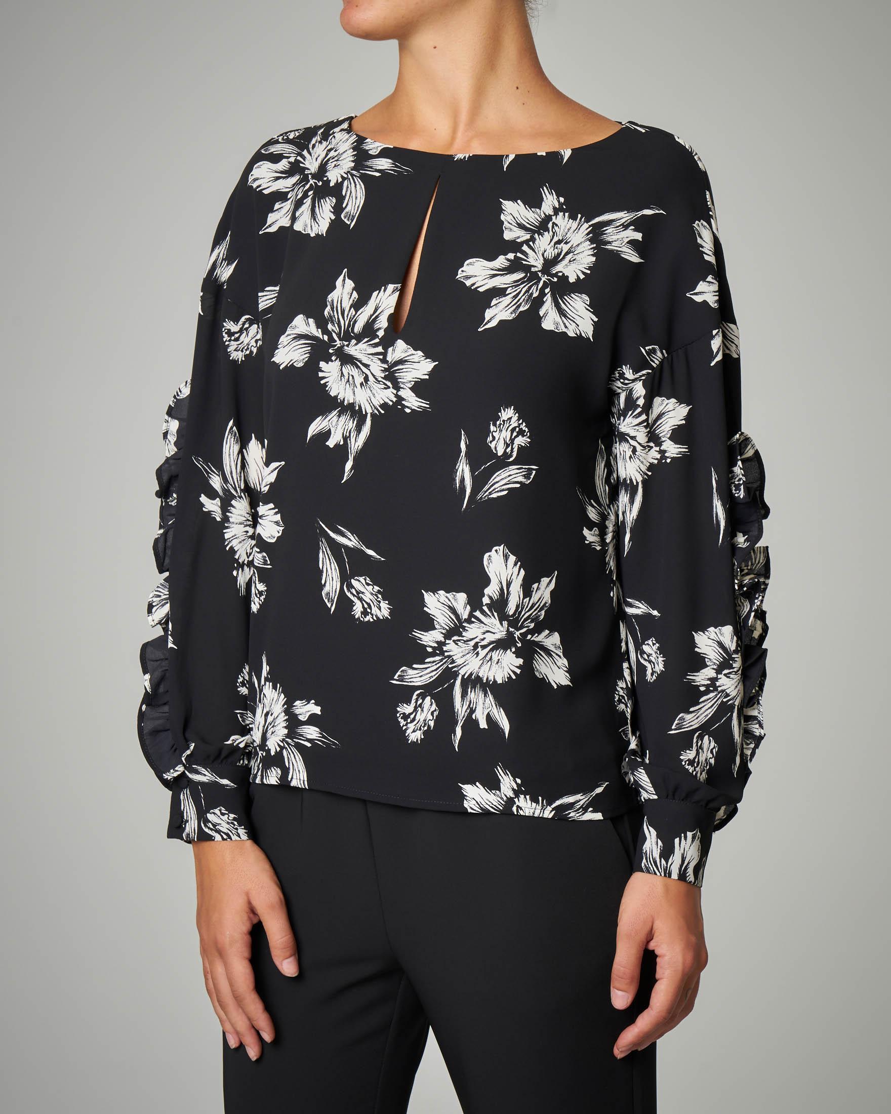 Blusa nera stampa floreale con maniche lunghe