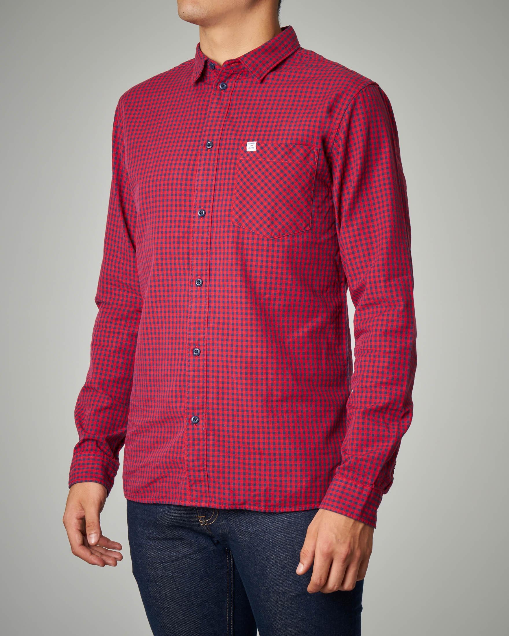 Camicia rossa e blu a quadretti