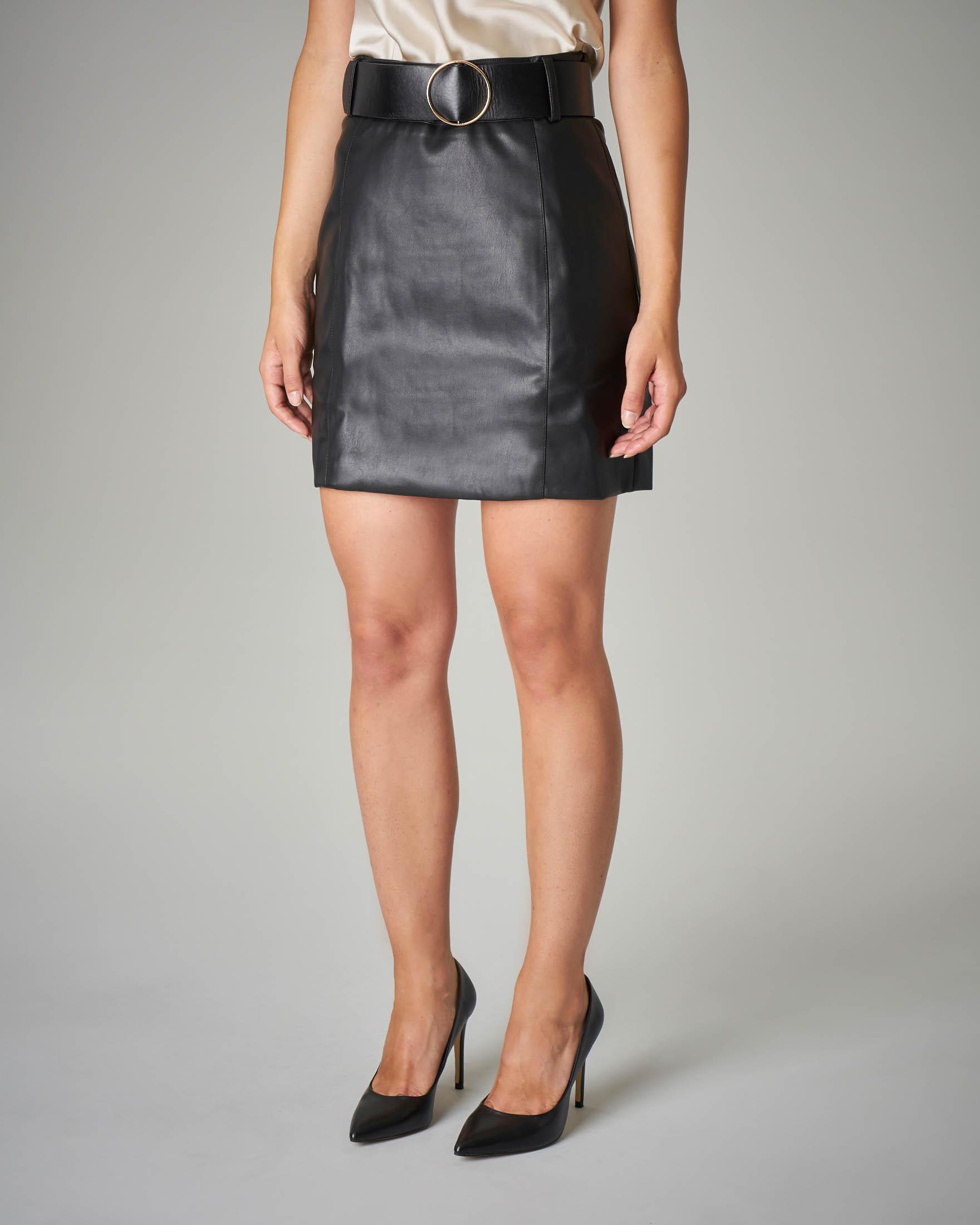 Minigonna nera in similpellet con cintura