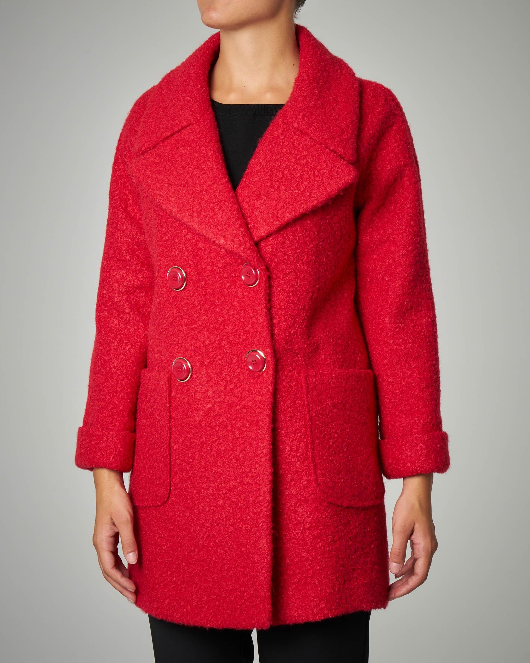 Cappotto rosso effetto bouclè.