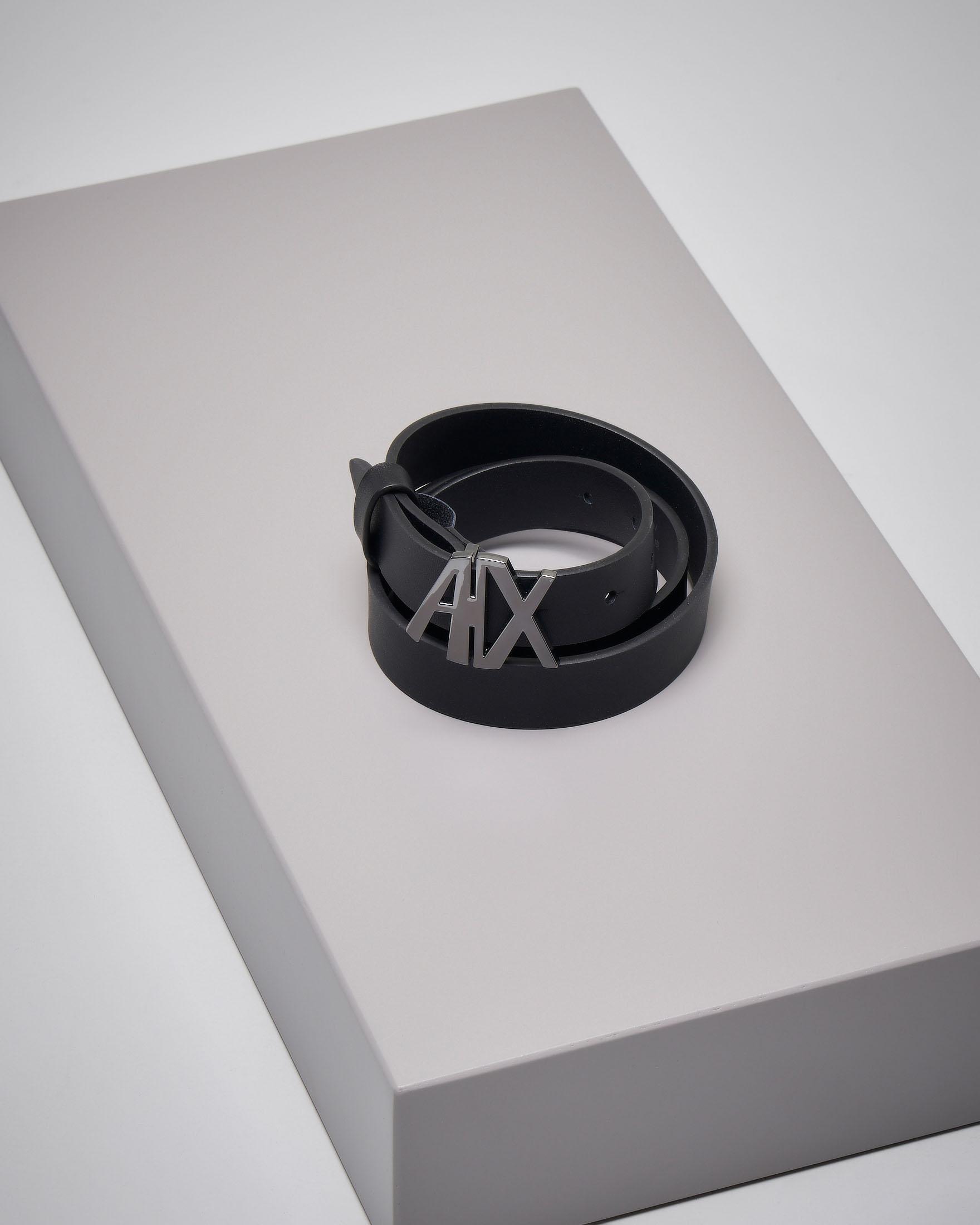 Cintura in pelle nera con fibbia
