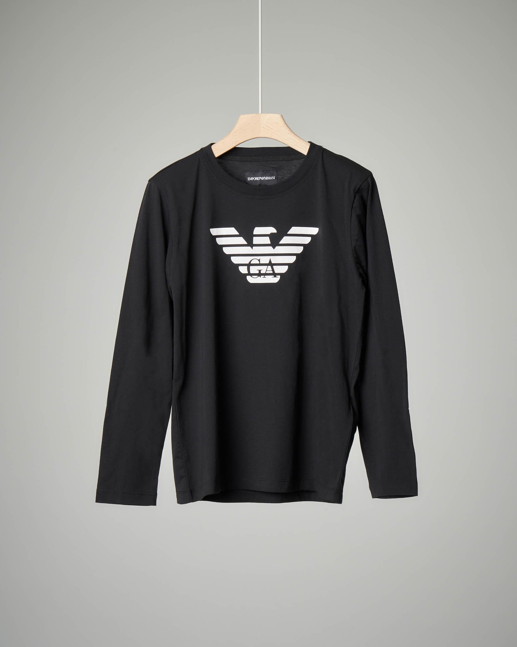 T-shirt nera a manica lunga