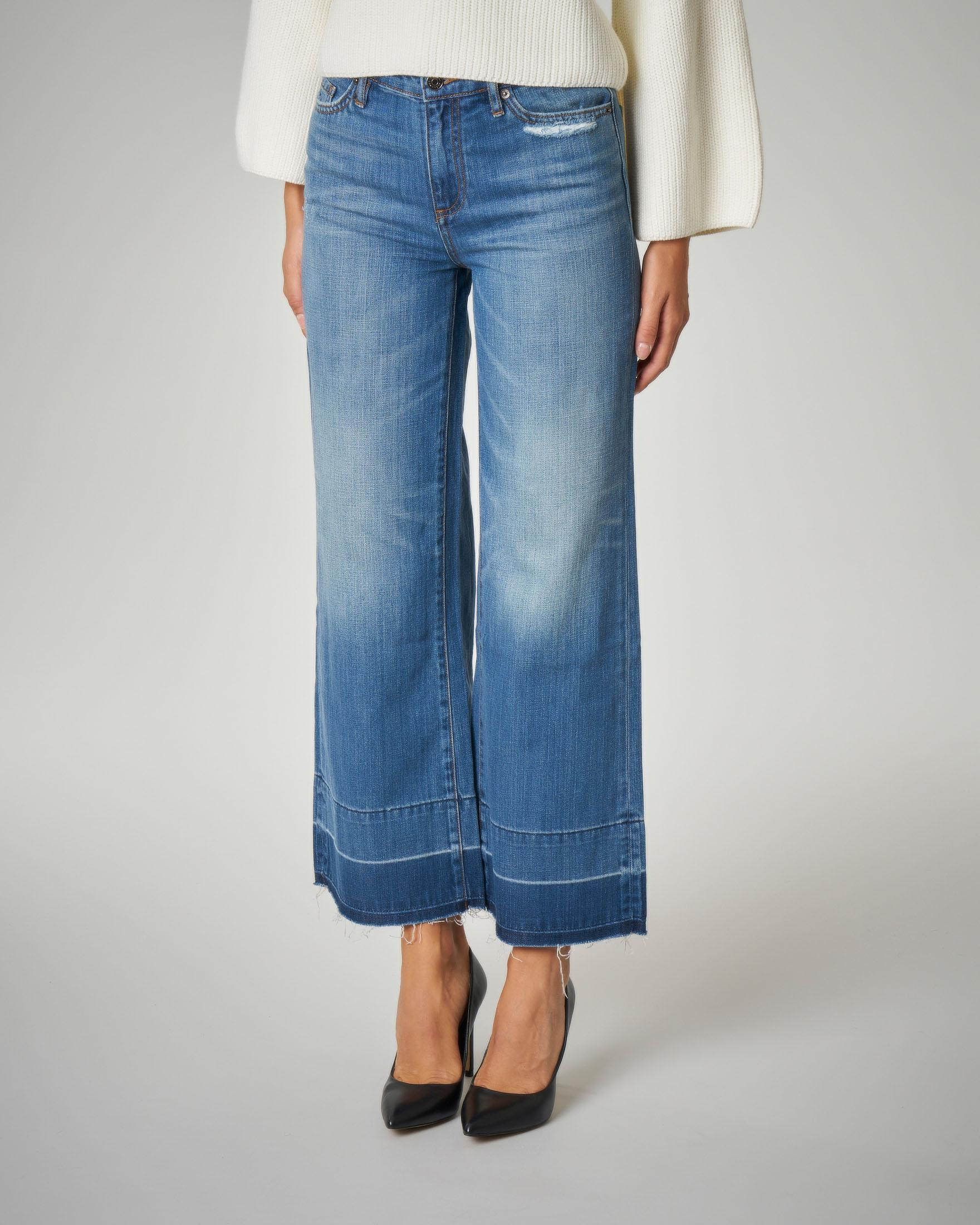 Flare jeans blu chiaro sfrangiati