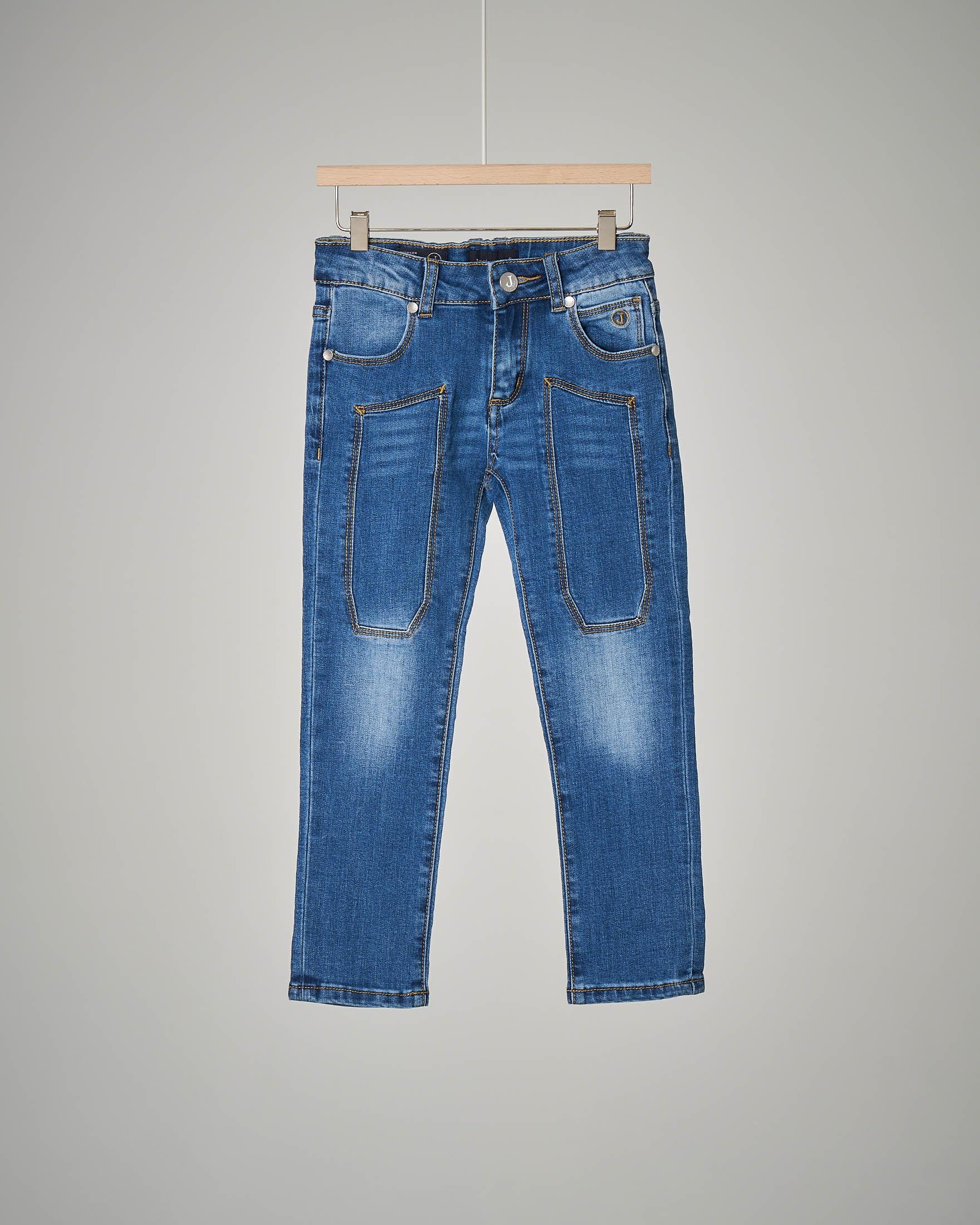 Jeans sbiancato con toppa